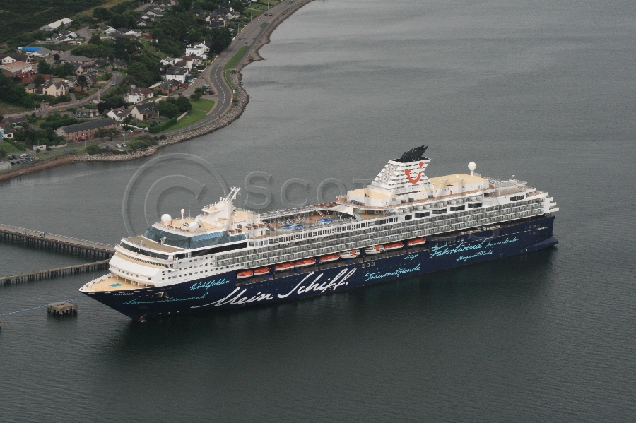 aerial photography scotland cruise ship